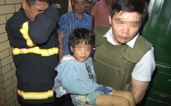 Bắc Ninh: Giây phút nghẹt thở giải cứu bé gái bị cha đẻ và người tình bạo hành, thu súng đạn đã lên nòng