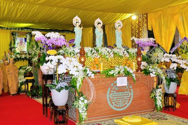 Để dân tổ chức đám tang khi địa phương đang giãn cách, hai lãnh đạo xã bị đình chỉ công tác
