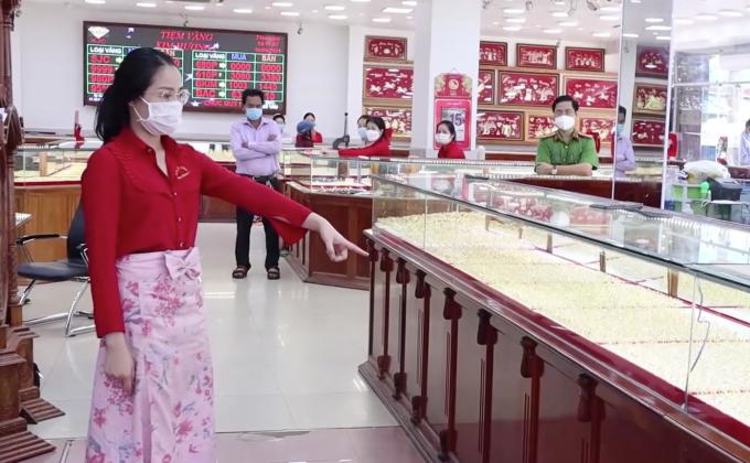 Nữ nhân viên trộm 2.380 nhẫn vàng trong lúc làm việc