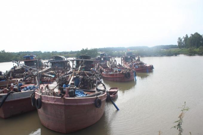 Quảng Ninh: Truy bắt 6 tàu thủy vận chuyển cát trái phép