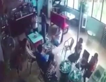 Hà Nội: Bị tát khi đi ăn cơm nhà chị gái, đối tượng đâm thấu ngực nạn nhân trong quán cafe