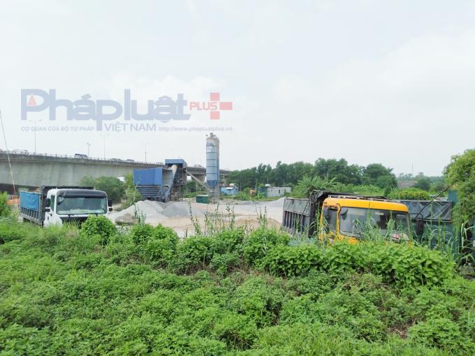 UBND huyện Gia Lâm yêu cầu tháo dỡ, di dời trạm trộn bê tông sai phép của Công ty Trọng Phụng