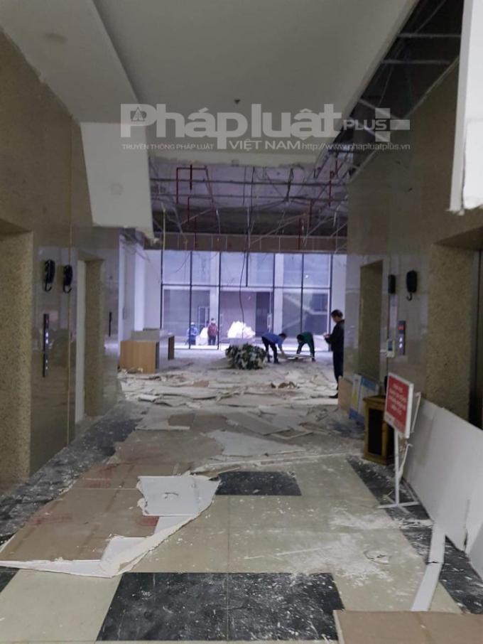 Từng mảng lớn trần thạch cao rơi tại chung cư Hoành Sơn Complex