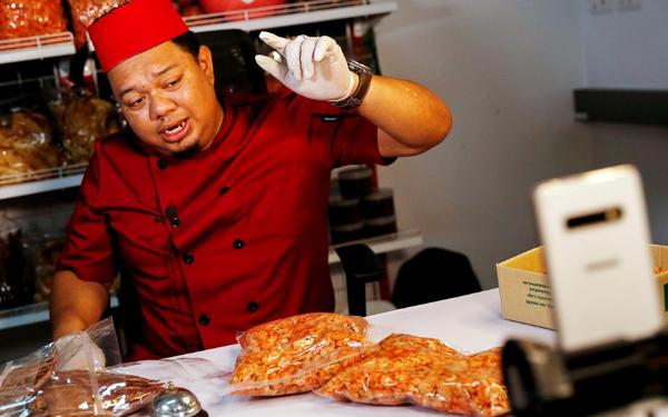 Livestream bán hải sản quá sống động, chàng trai Thái kiếm gần 1 triệu USD mỗi tháng
