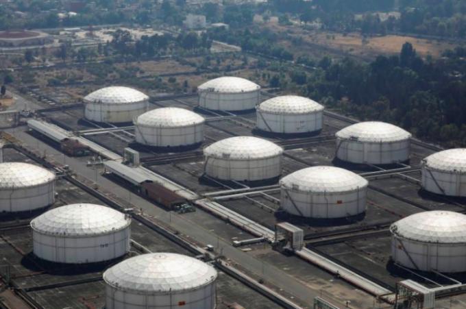 Tin kinh tế 6AM: Giá dầu thô giảm xuống mức dưới 0 USD