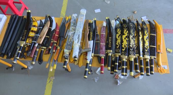 An Giang phát hiện nhiều vũ khí,công cụ hỗ trợ chuyển qua đường bưu điện