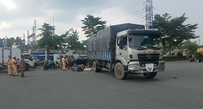 TPHCM: Cô gái tử vong sau va chạm với xe tải
