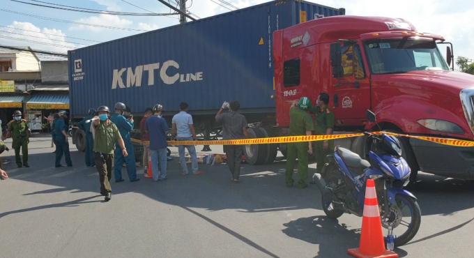 Bình Dương: 2 cô gái tử vong sau va chạm với container