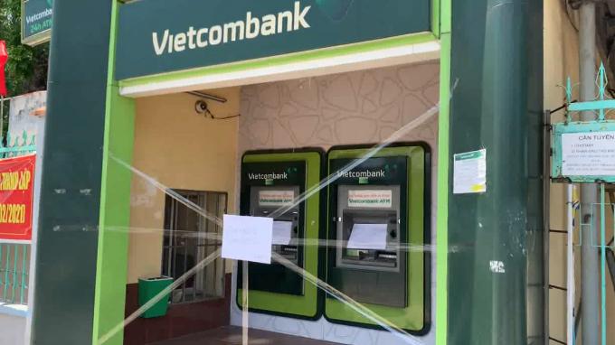 Bình Dương: Nhiều trụ ATM bị đập phá