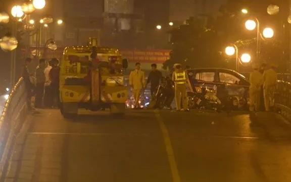 Gây tai nạn liên hoàn, tài xế taxi nhảy cầu tự tử
