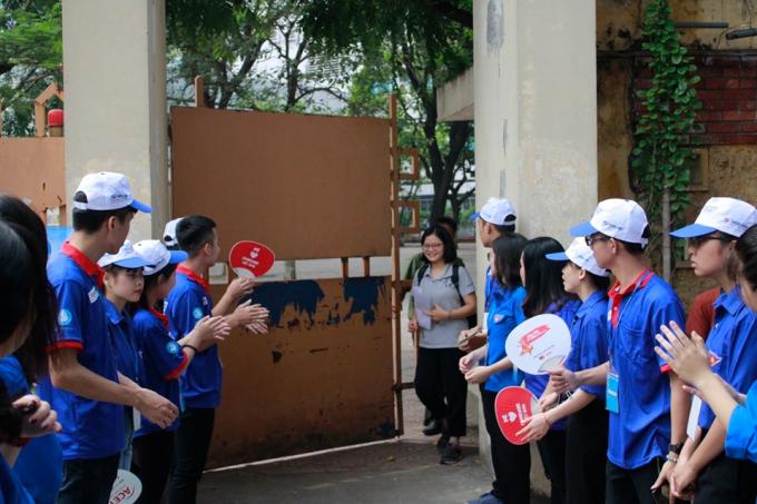 Nhiều thí sinh hồ hởi sau môn thi đầu tiên kỳ thi THPT Quốc gia