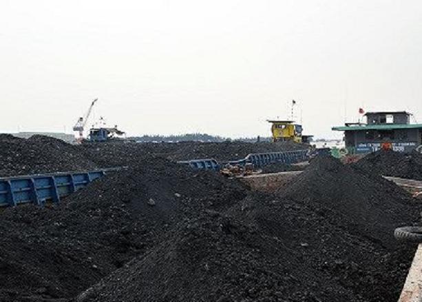 Quảng Ninh: Tạm giữ tàu chở 1.000 tấn than không rõ nguồn gốc