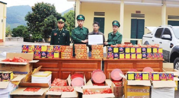 Quảng Ninh: Bắt giữ đối tượng dùng xe bán tải vận chuyển hàng trăm kg pháo