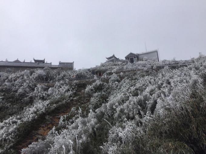 Ảnh hưởng của không khí lạnh, nhiều nơi dưới 10 độ C và có thể xuất hiện băng giá