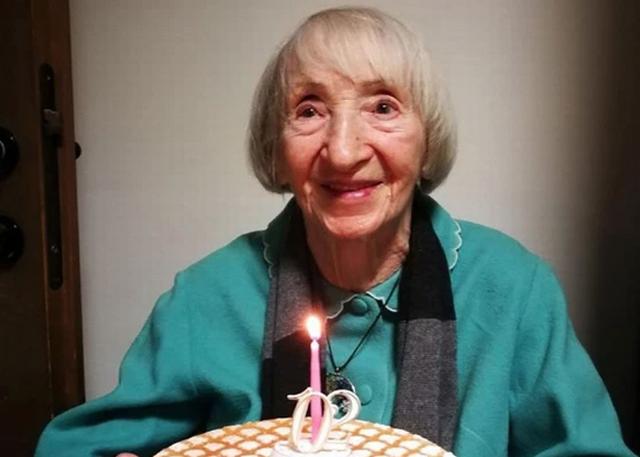 """Cụ bà hơn 100 tuổi chiến thắng được Covid-19, được mệnh danh """"người bất tử"""""""