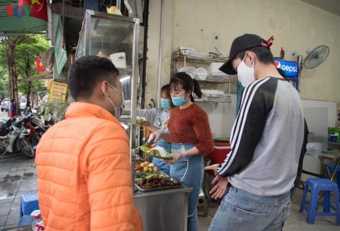 Các cơ sở kinh doanh dịch vụ ăn uống làm gì để phòng chống dịch Covid-19?