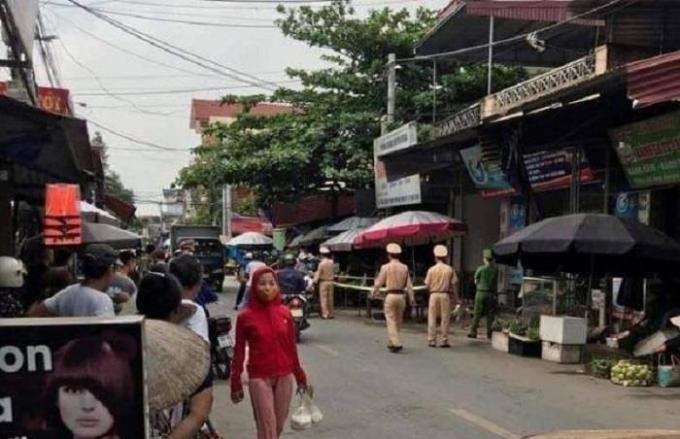 Hưng Yên: Nghi án chồng tâm thần đâm vợ tử vong giữa chợ