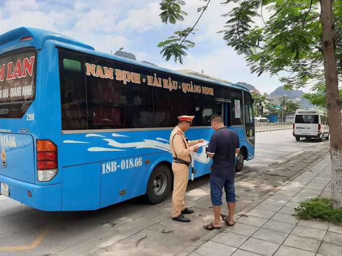 Quảng Ninh: CSGT xử lý hơn 10.000 trường hợp vi phạm trong tháng cao điểm tổng kiểm soát phương tiện