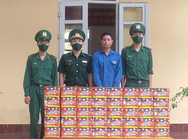 Quảng Ninh: Bắt giữ đối tượng mang theo súng vận chuyển gần 200kg pháo nổ