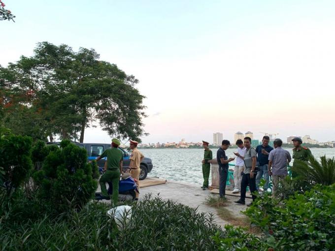 Hà Nội: Bàng hoàng phát hiện thi thể cô gái trẻ nổi lập lờ trên mặt Hồ Tây