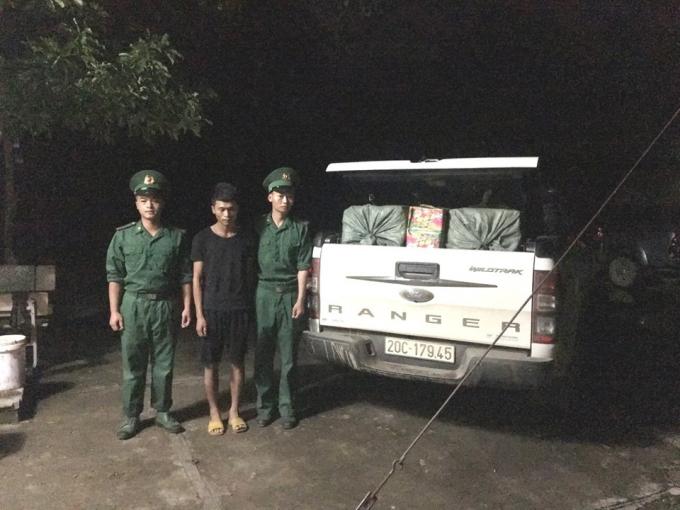Cao Bằng: Bắt giữ đối tượng dùng xe tải vận chuyển 359kg pháo qua biên giới