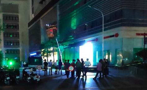 Hà Nội: Bàng hoàng phát hiện thi thể hai người cùng rơi từ tầng cao toà nhà xuống đất tử vong