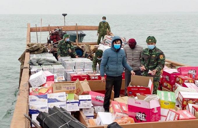 Quảng Ninh: Bắt giữ 1 phương tiện chở hàng lậu từ Trung Quốc vào Việt Nam tiêu thụ