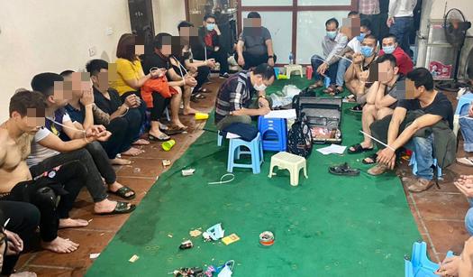 Tạm giữ 20 đối tượng đánh bạc xóc đĩa tại huyện Thường Tín