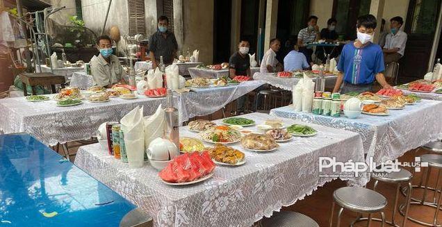 Dịch Covid-19 phức tạp: Gia chủ vẫn làm cơm mời cỗ tại xã Hồng Hà, huyện Đan Phượng