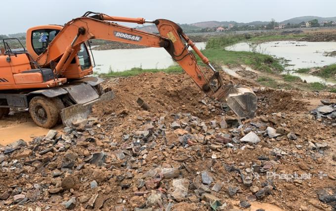 Công an tỉnh Bắc Giang phát hiện Công ty Khải Hồng Việt Nam chôn hàng tấn chất thải tại nơi thực hiện dự án