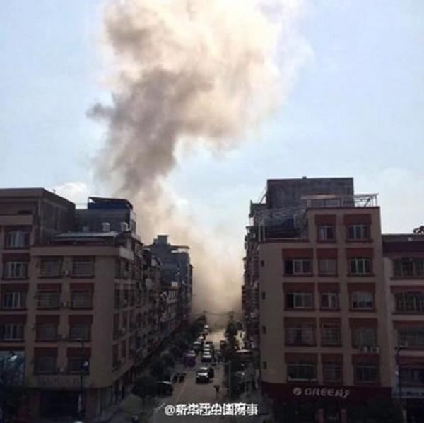 Khói bốc lên trong vụ nổ. Ảnh: Twitter