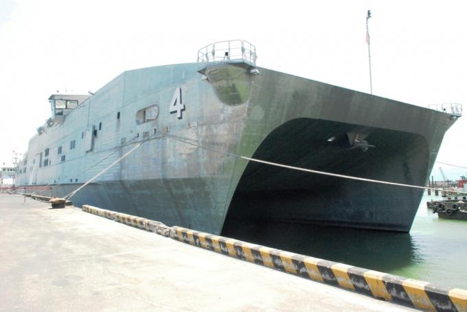 Trong 10 ngày ở TP Đà Nẵng, 300 thuyền viên trên tàu của Hải quânHoa Kỳ tham gia hoạt động nhân đạo: trao đổi chuyên môn y tế, xây mới, sửa chữa nhà cửa...