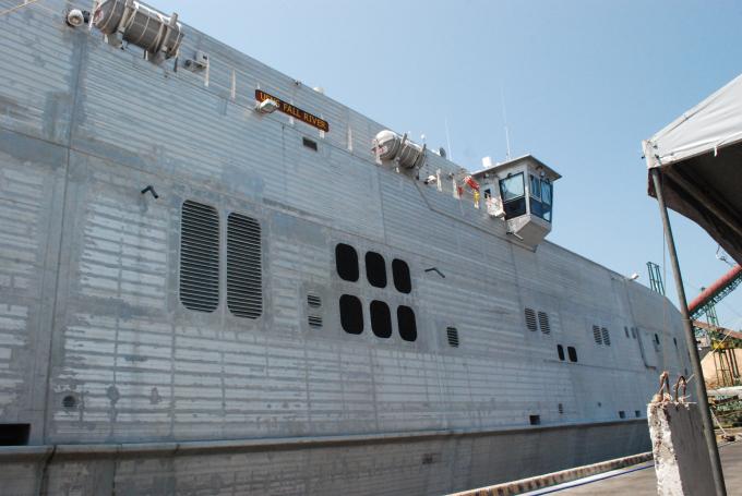 Tàu đổ bộ USNS Fall River bắt đầu chương trình PP17 tại Đà Nẵng.