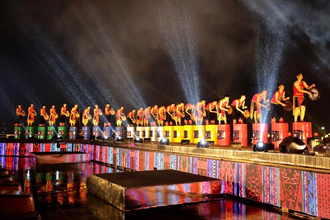 Tiết mục cồng chiêng của Đoàn ca múa nhạc dân tộc tỉnh Đăk Lăk.