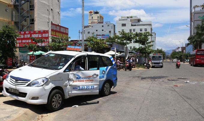 Hiện trường vụ tai nạn khiến tài xế xe điện tử vong tại chỗ.