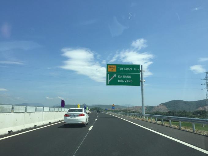 Đường cao tốc rút ngắn khoảng cách đi lại giữa các vùng trọng điểm kinh tế.