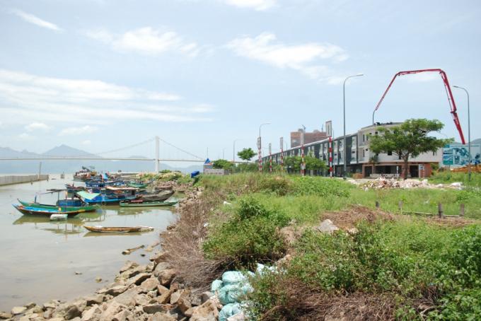 Khu vực dự án bến du thuyền 5 sao mà ngư dân đang neo đậu thuyền.