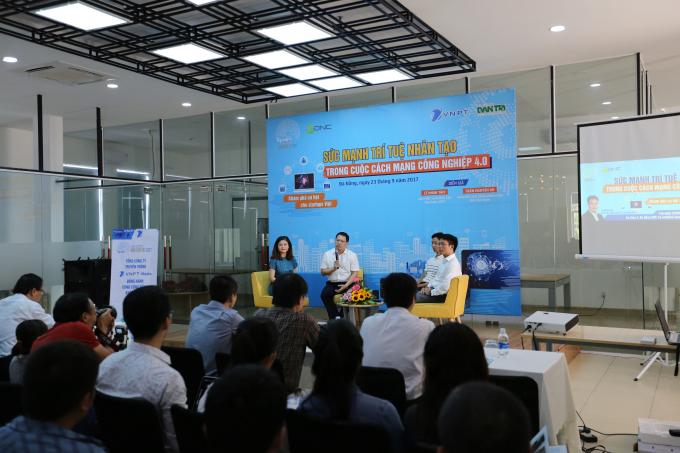 Ban tổ chức Giải thưởng Nhân tài Đất Việt 2017 giao lưu cộng đồng khởi nghiệp Đà Nẵng.