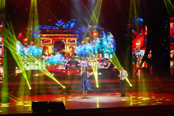 Khán giả Đà Nẵng thả hồn trong những ca khúc gắn với tên tuổi nhạc sĩ Lam Phương.