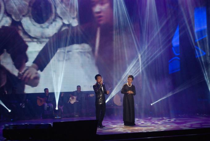 Ca sĩ Quang Thành song ca với danh ca Khánh Ly những bài hát đi cùng năm tháng, như:Bà mẹ Ô Lý, Giọt nước mắt quê hương, Xin cho tôi, chờ nhìn quê hương sáng chói.