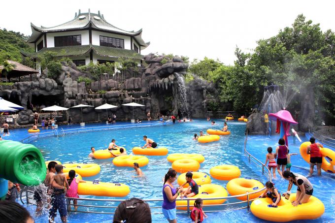 Nhiều dịch vụ vui chơi giải trí tại Khu du lịch suối khoáng nóng Núi Thần Tài.