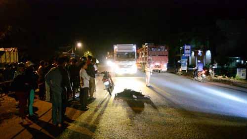 Hiện trường vụ tai nạn khiến 2 thanh niên thương vong. Ảnh: TS - BATGTQN.
