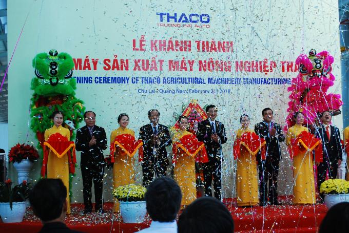 Lãnh đạo tỉnh Quảng Nam, Thaco cắt băng khánh thành nhà máy.