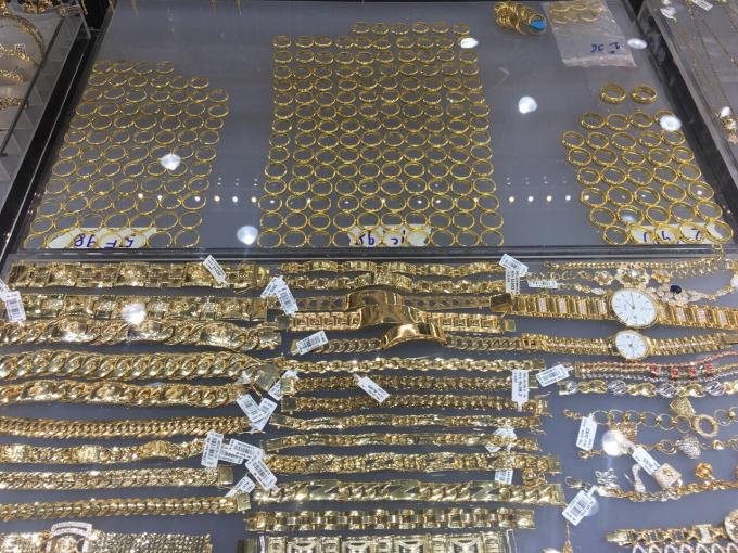 Nhiều mẫu mã vàng đẹp mắt, tinh xảo để khách hàng lựa chọn.