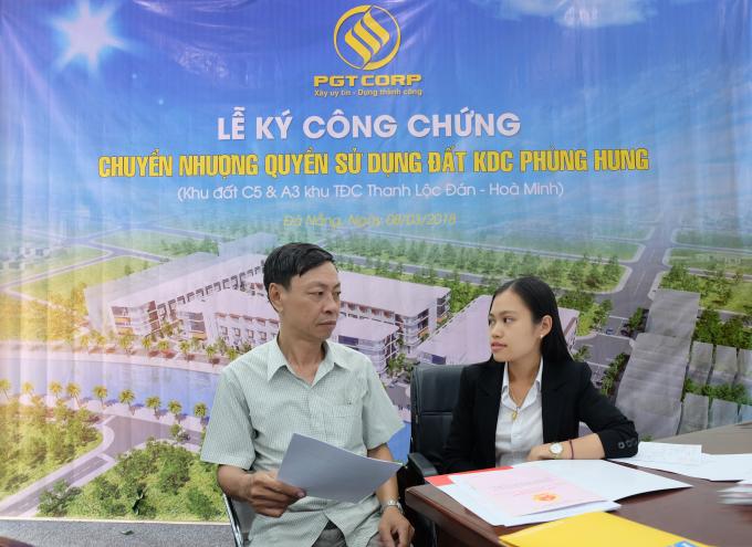 Toàn bộ 78 khách hàng mua dự án Phùng Hưng dự kiến được ký côngchứng theo 4 đợt: 8/3, 15/3, 22/3 và ngày 29/3 .