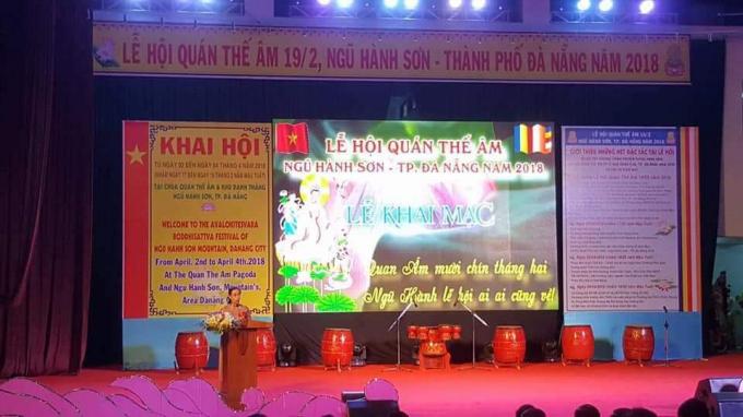 Chủ tịch UBND quận Ngũ Hành Sơn, Trưởng ban tổ chức Nguyễn Thị Anh Thi phát biểu đêm khai hội.