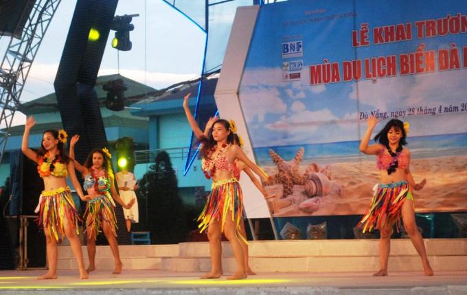 Sự kiện nhằm khởi động mùa du lịch biển Đà Nẵng 2018, giới thiệu các hoạt động, dịch vụ mới đến với người dân và du khách.
