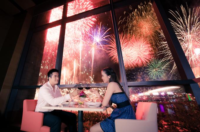 Địa điểm ngắm pháo hoa tuyệt đẹp tại khách sạn Novotel.