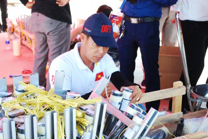 Các thành viên đội Việt Nam tập trung giữa thời tiết thay đổi thất thường hai ngày qua.