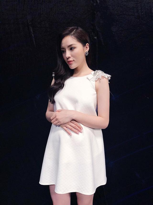 Hoa hậu Kỳ Duyên khoe